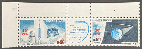 """Lancement du premier satellite national"" - Launch of the first national satellite - triptych with 2 mint never hinged old stamps - France - 1965  Type: taille-douce Yvert & Tellier France CFA pour la Réunion: 369A (surcharged on stamps 1465A for Reunion Island)"