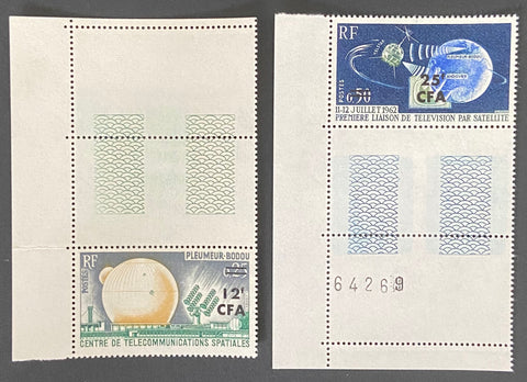 """Télécommunications spaciales"" - Space telecommunications - set of 2 mint never hinged surcharged CFA old stamps - France - 1962-63  Type: taille-douce Yvert & Tellier France CFA pour la Réunion: 355-356 (surcharged on stamps 1360-1361 for Reunion Island)"
