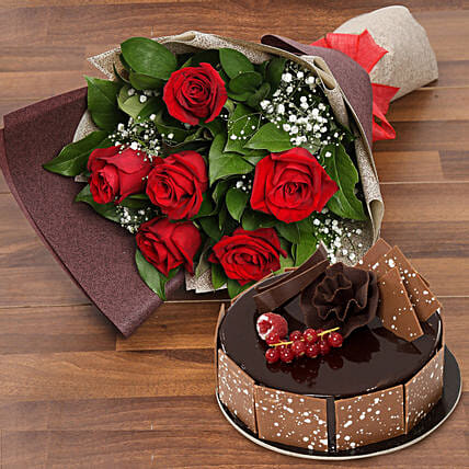 flower and cakes for mother day