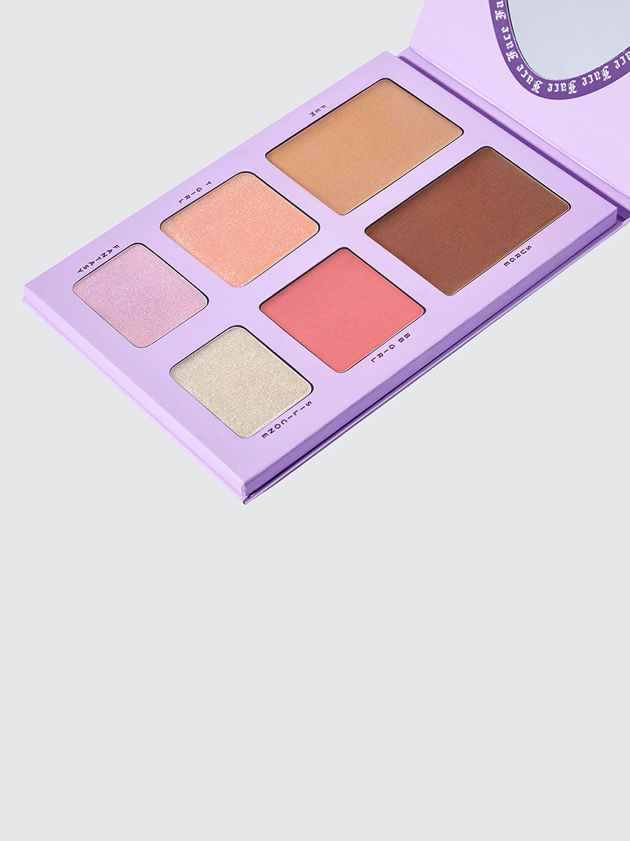 Dragun Beauty's contour, blush and highlight Face palette by Nikita Dragun.