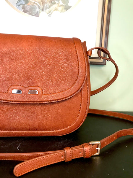 Bene The Holmes Crossbody in Camel Brown