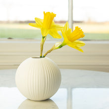 Load image into Gallery viewer, Small Ceramic Vase 10cm