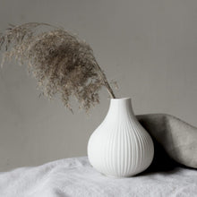 Load image into Gallery viewer, White Ceramic Vase 13cm