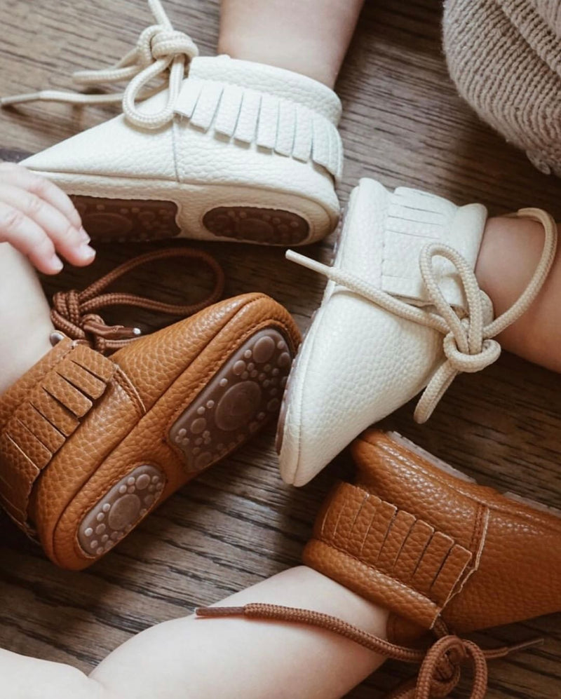Little Camper vegan moccasins collection in beige and brown on baby feets