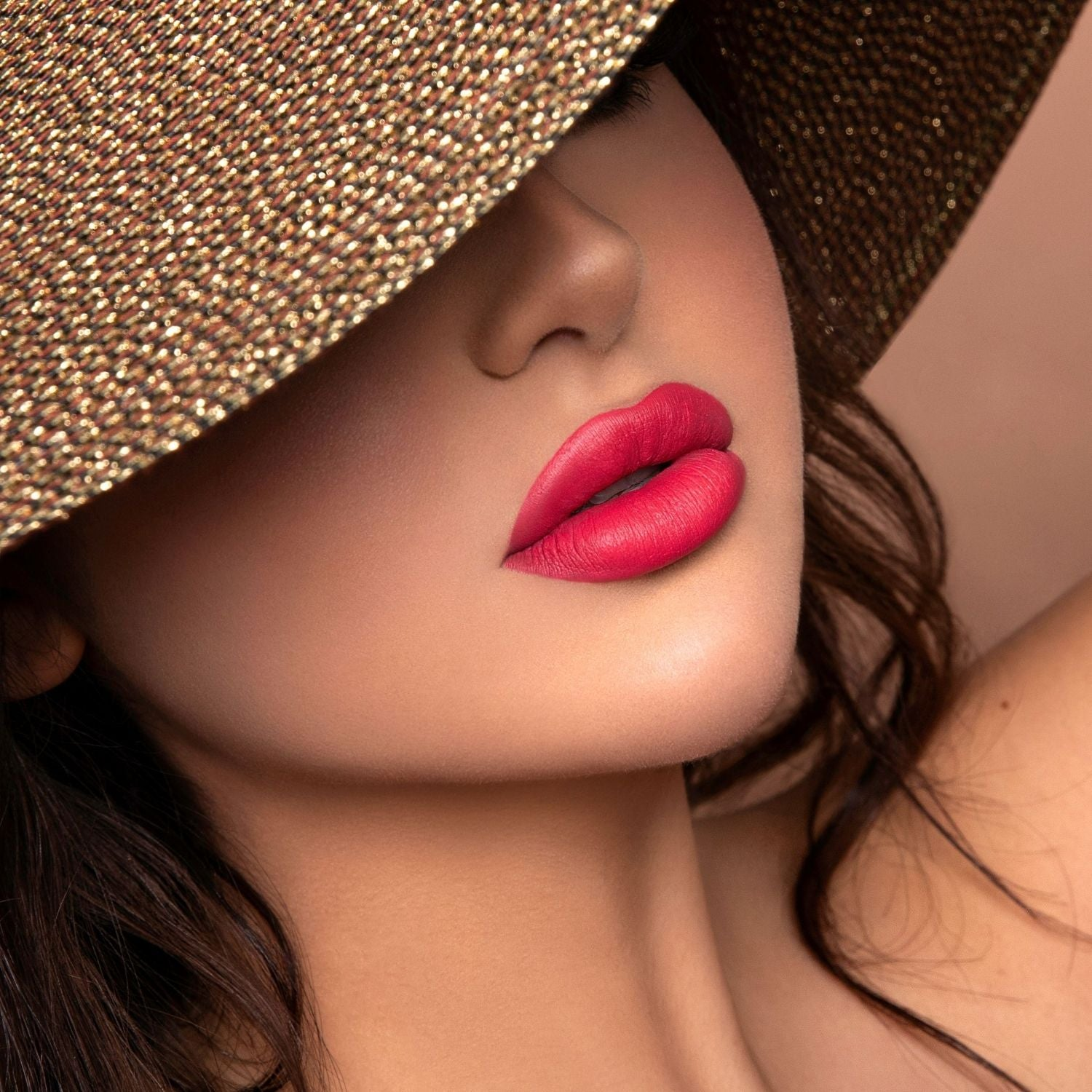 Tokyo coral pink lipstick model with summer hat