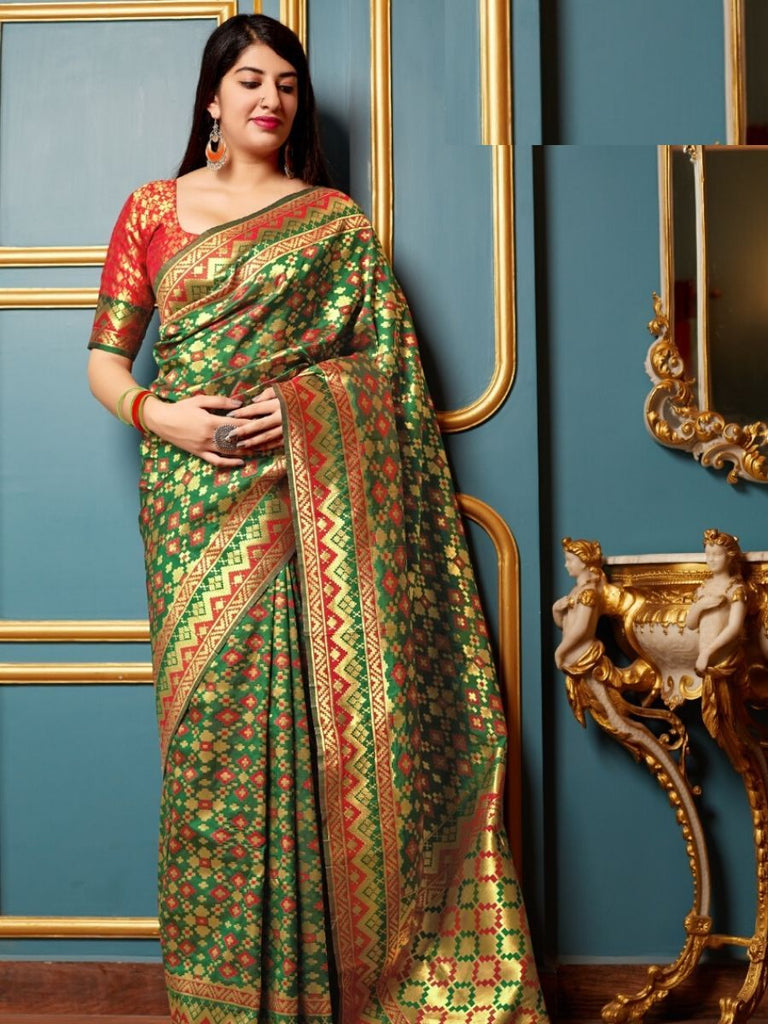Hanaya Green, Red Saree