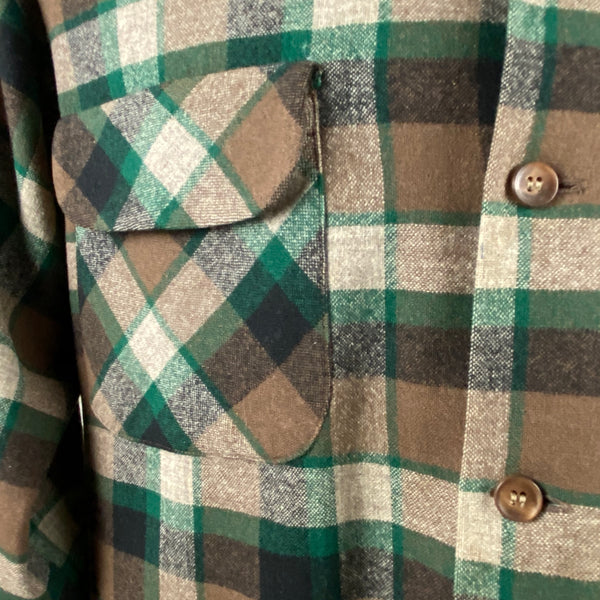 Right Front Pocket on Vintage Green & Brown Pendleton Board Shirt SZ M