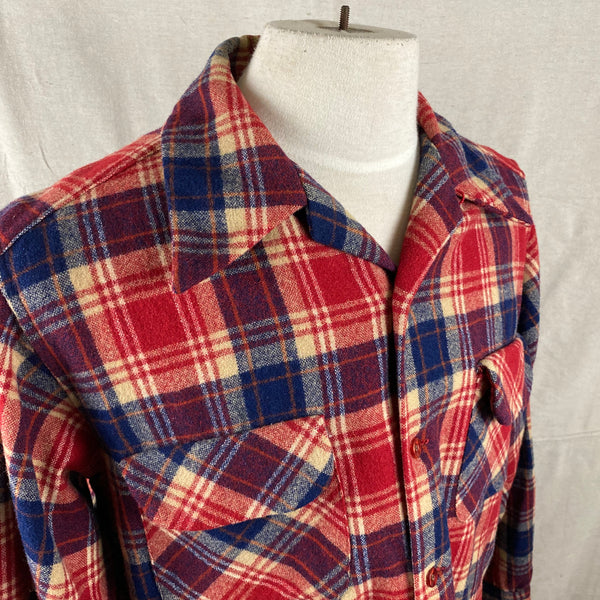 Right Collar View on Vintage Red & Blue Pendleton Board Shirt SZ L