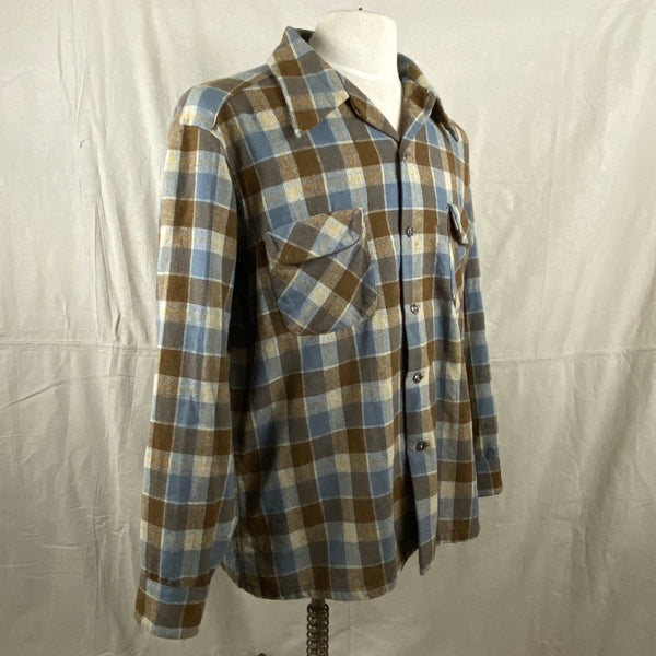 Right Angle View on Vintage Blue & Grey Pendleton Board Shirt SZ XL