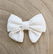 Load image into Gallery viewer, Mini Linen Bow Clip