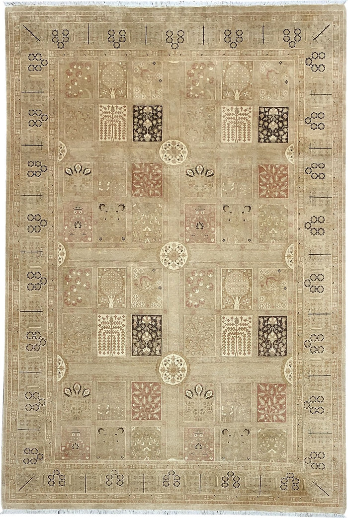 TRADITIONAL RUG - SIZE: 265CM X 181CM