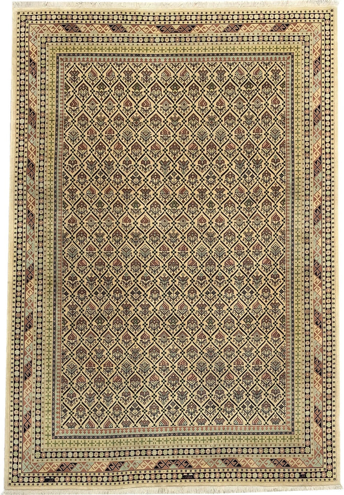 TRADITIONAL RUG - SIZE: 256CM X 176CM