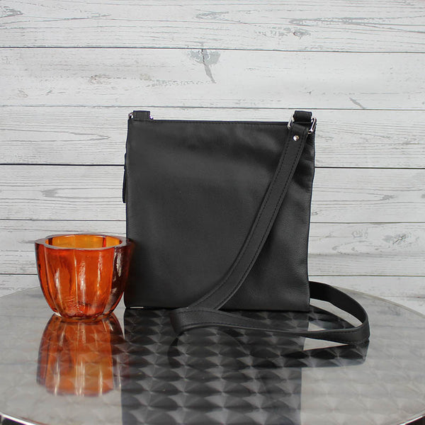 Lee Messenger Crossbody (Black)