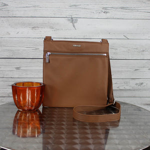 Lee Messenger Crossbody (Caffe)