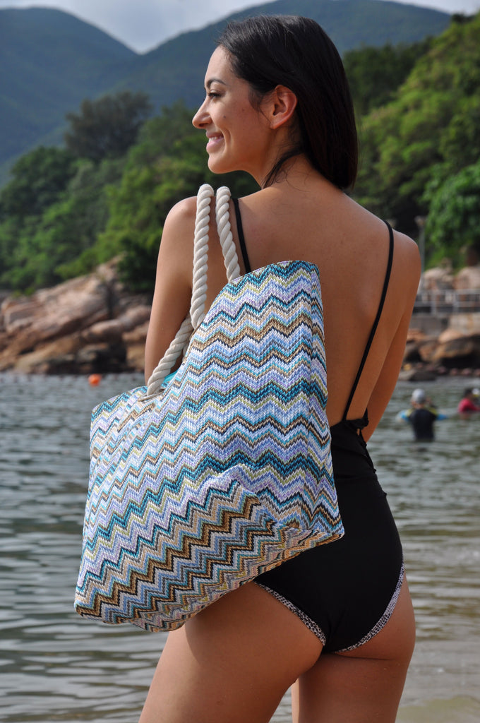 Women in swimwear holding a beautiful MAKARON beach bag