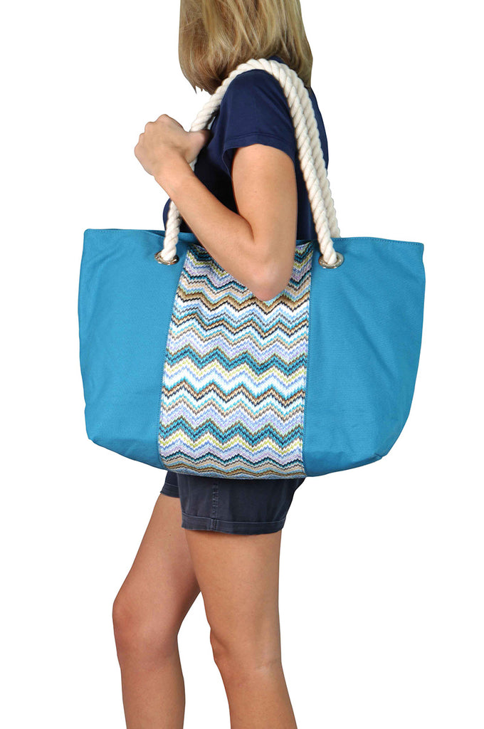 Woman wearing a beach bag with cotton handles