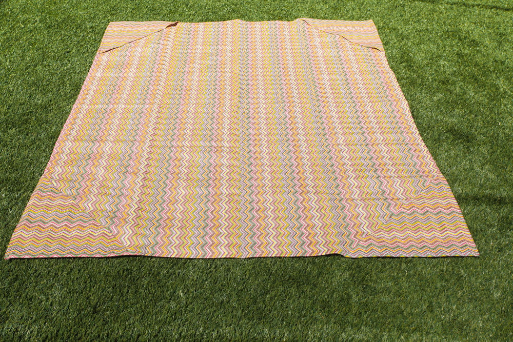 yellow beach mat, sand free