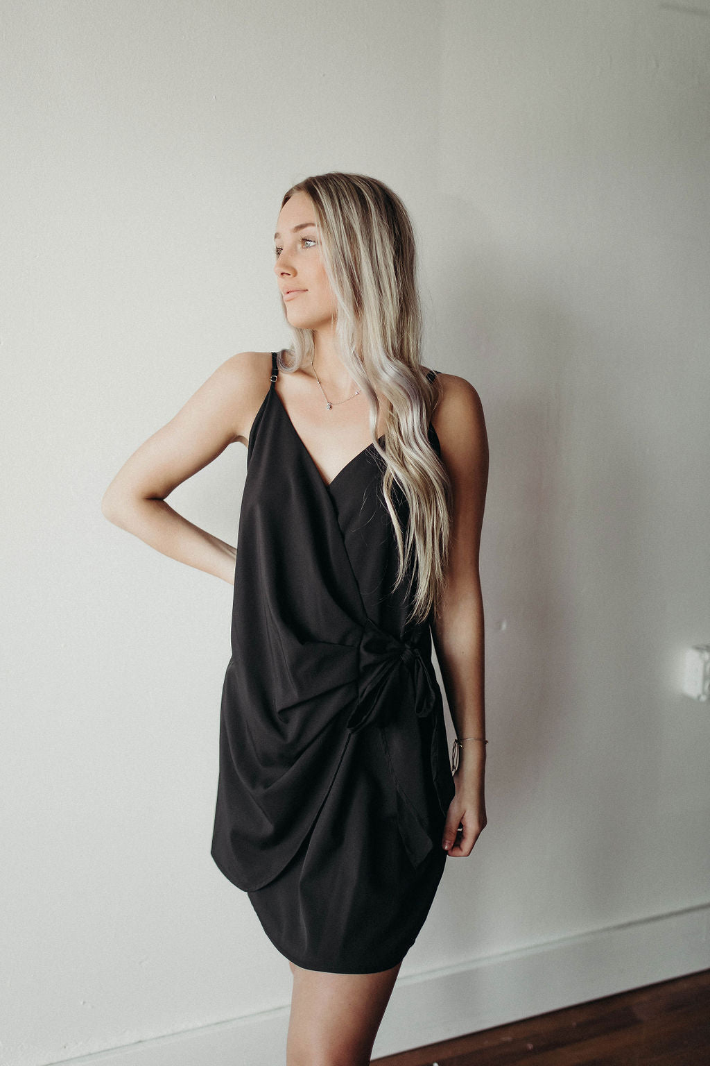 BLACK STRAPPY SIDE TIE DRESS