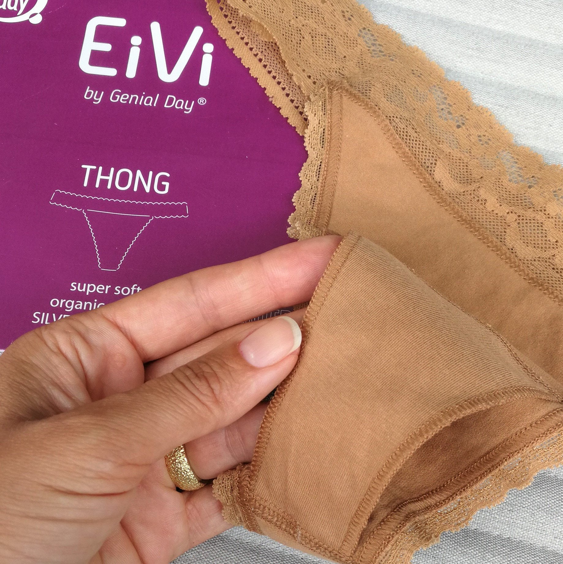 EiVi thong string with double gusset