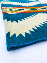 Load image into Gallery viewer, City Picks - Quality Native Blankets, Reusable Bottles, Vegan Candles