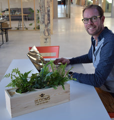 Duurzaam relatiegeschenk met Blooms out of the Box op kantoor