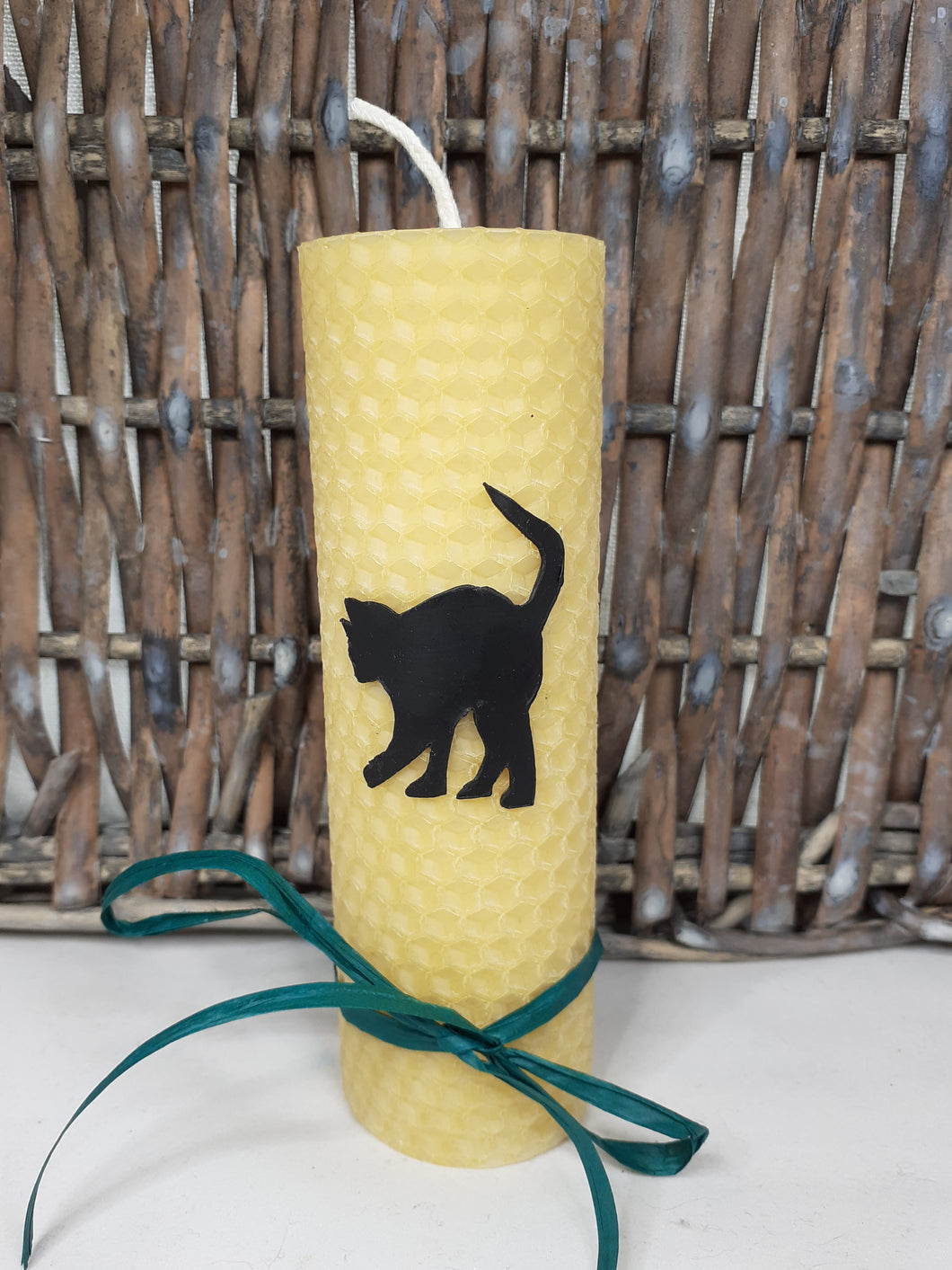 Hand-rolled pure beeswax candle – An Cat Dubh