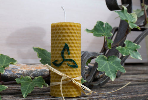 Hand-rolled natural beeswax candle with Celtic design - Celtic knot