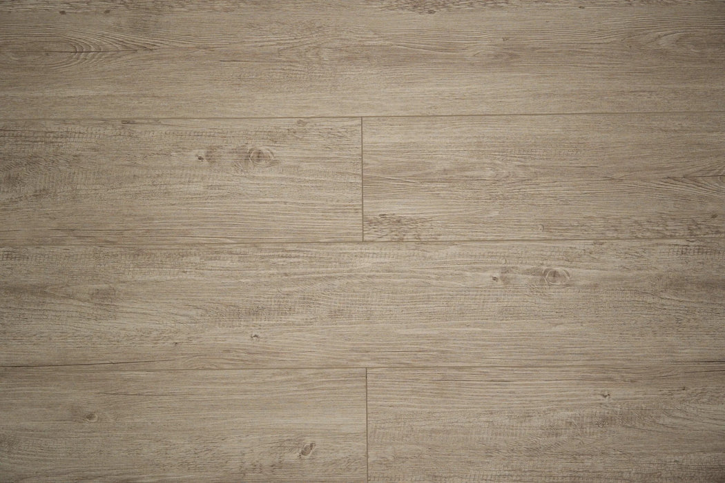 Aquaplus Vinyl Plank with Underlay - 5mm - English Oak (price per sq.ft)