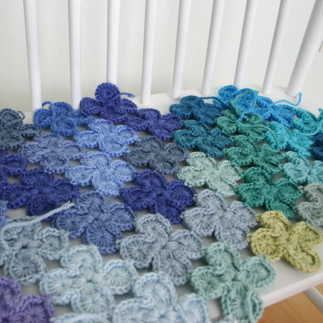 4-Leaf Clovers shaped crochet motifs in blues and greens, Susan Carlson of Felted Button | Colorful Crochet Patterns