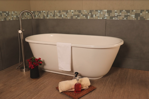 Modern Soaking Tub With F700C Faucet