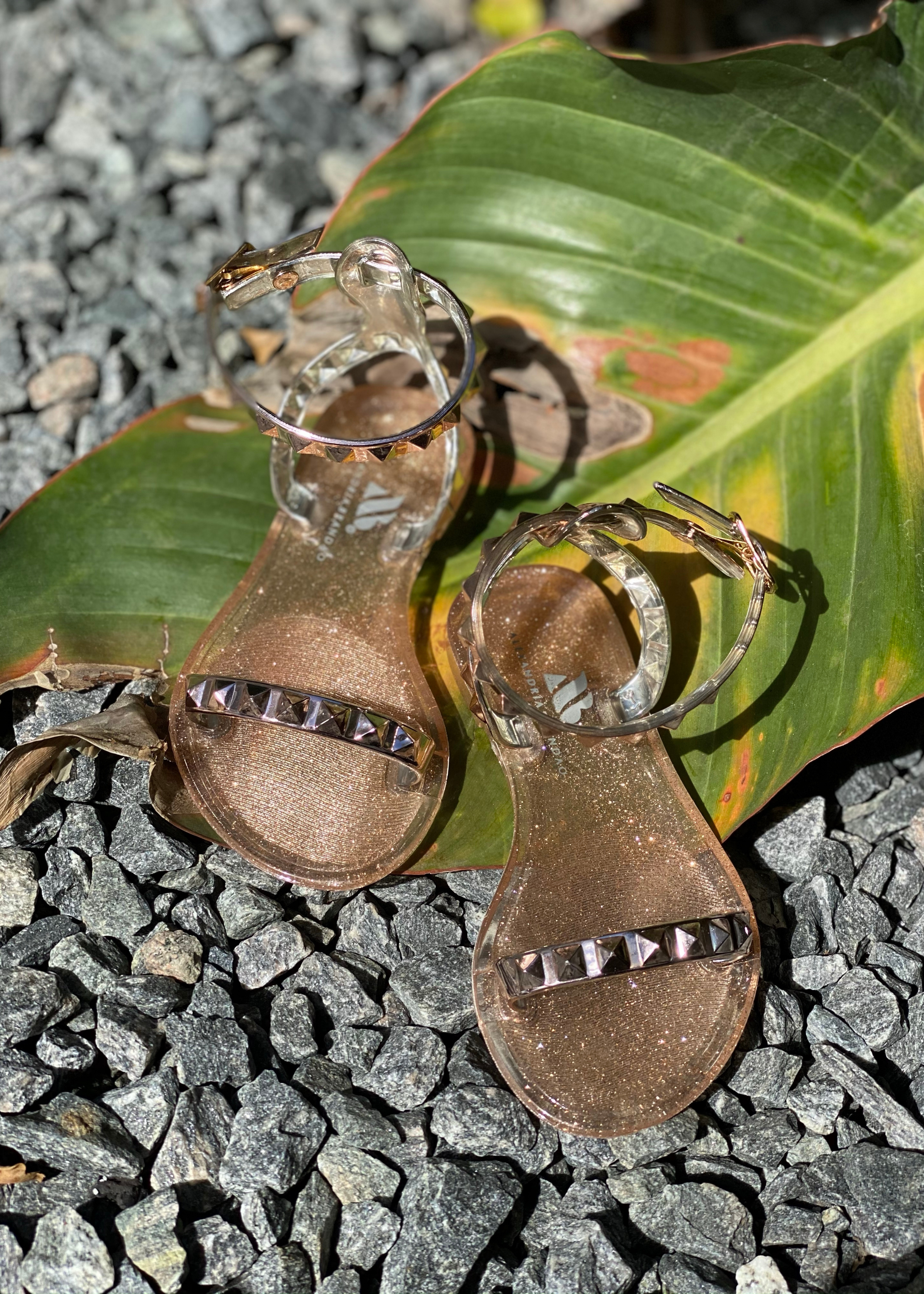 Aria kid's girl rose gold sandals. Kid's gold shoes. Kid's rose gold jelly sandal. Kid's rose gold waterproof sandals. Kid's rose gold waterproof shoes. mommy and me rose gold sandals