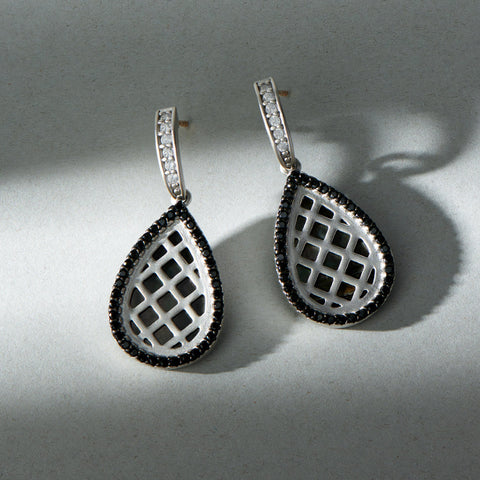 Criss Cross Short Drop Earring