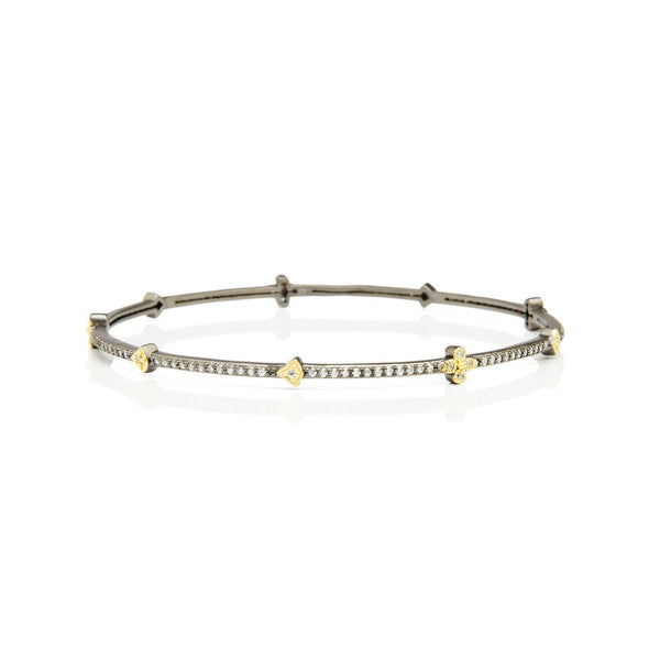 BANGLE - Pavé Clover Station Eternity Bangle