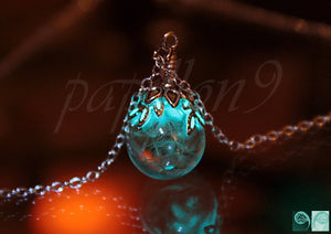 Dandelion Seeds Pendant / Glow in the Dark / Glass Bubble pendant / Leaves Glow in the Dark /