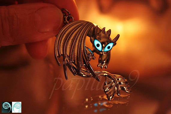 Toothless Dragon pendant Glow in the Dark / How to train your Dragon / Cosplay pendant /