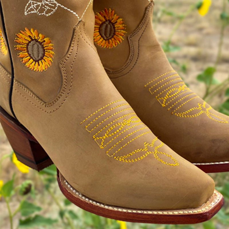 Women Retro Embroidery Flowers Slip On Kitten Heel Cowboy Boots