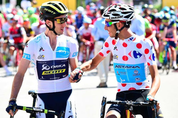 simon yates with white jersey and fabio aru with king of the mountain jersey