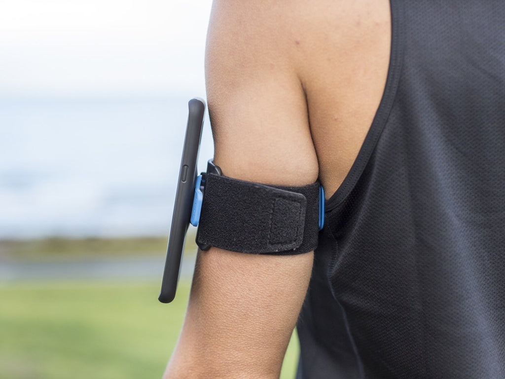 side view to show no friction between quad lock case and running armband for smartphone