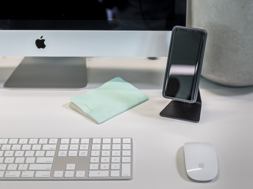 The sleek design of the Quad Lock Desk Mount takes up minimal desk space.