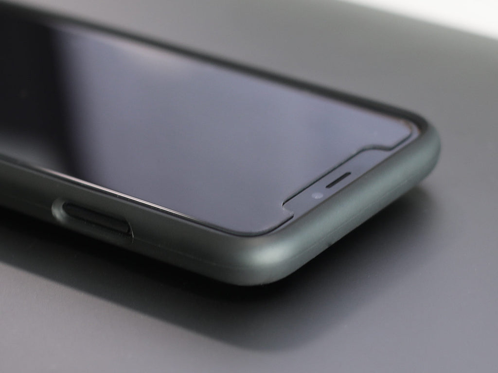 Using a Japanese Asahi Tempered Glass 7H, the screen protector is resistant against scratches