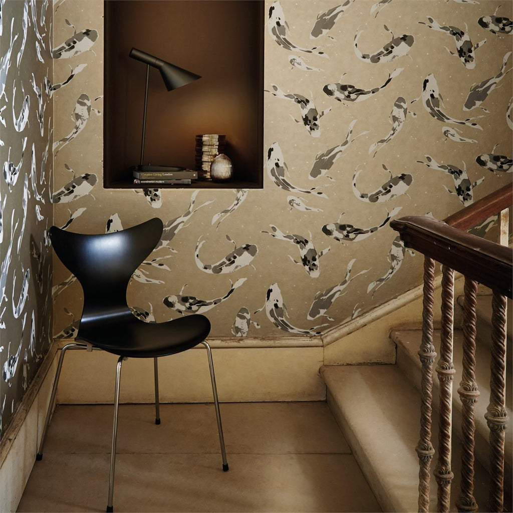 Harlequin Wallpaper Koi 110900 in Metal. Tranquil Fish swimming