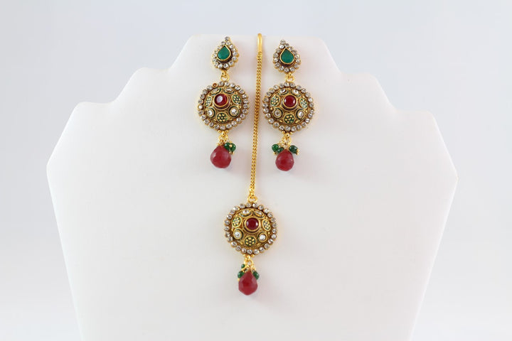 Stylish and Elegant Gold Kundan Necklace Set with Earrings and Tika