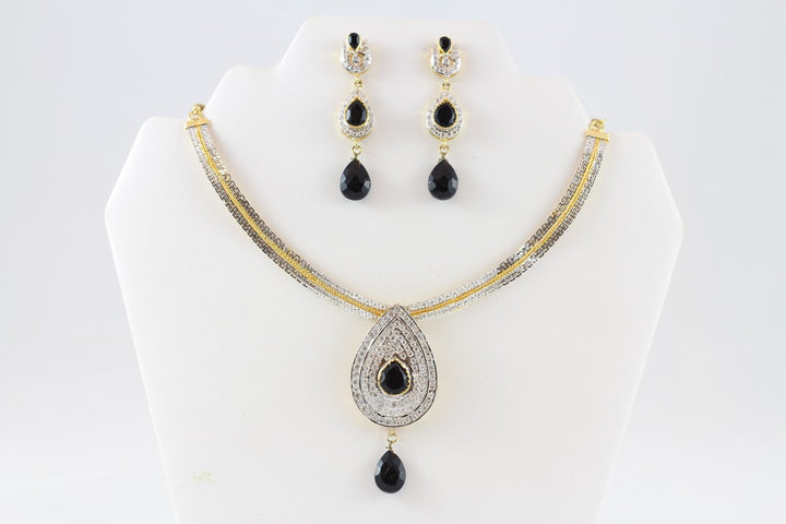 Fancy and Elegant Gold Necklace Set with Earrings
