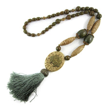 Load image into Gallery viewer, Vintage circa 1920's Galalith Necklace