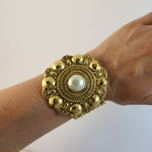 Load image into Gallery viewer, Signed Vintage Chanel Oversized Flower Chain Bracelet