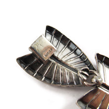 Load image into Gallery viewer, Signed 'Napier' leaf bracelet
