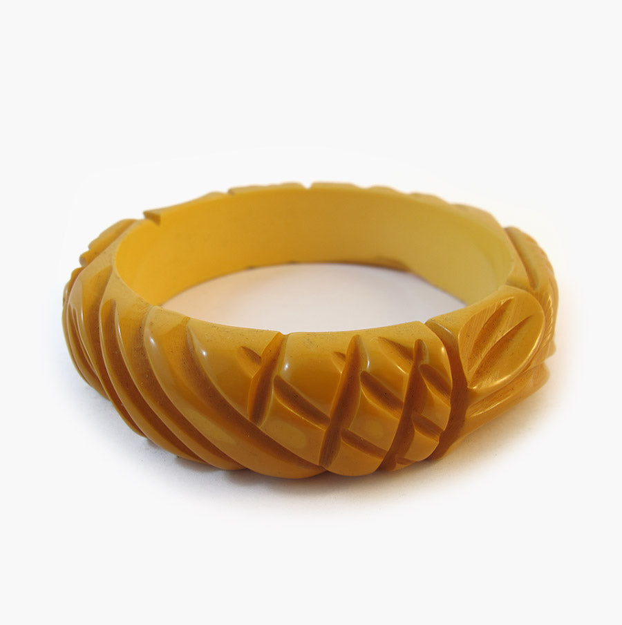 Vintage Bakelite Bangle - 1950's Carved