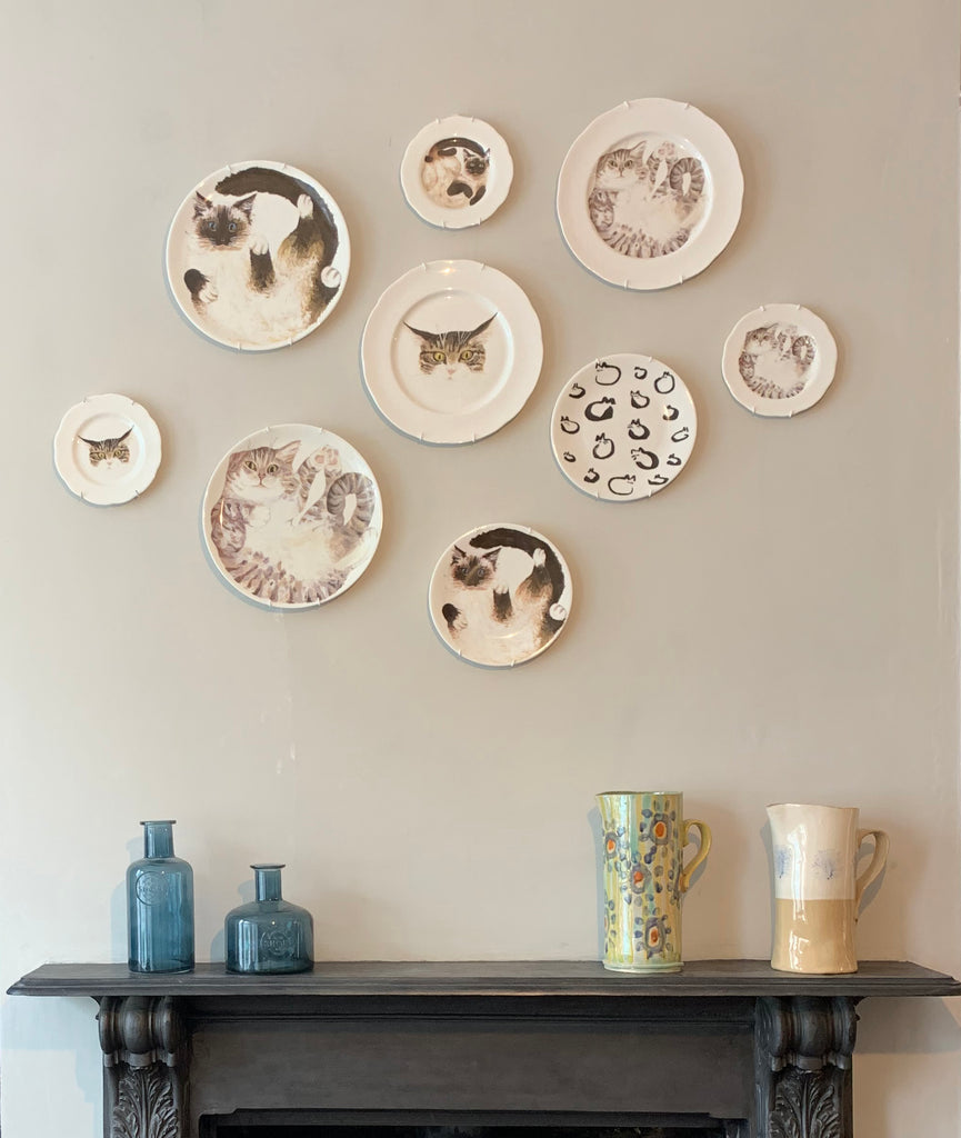 How to Hang Plates on a Wall (With Pictures)