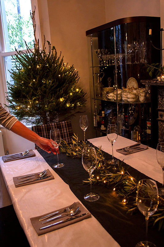 How to lay a Christmas Table Setting