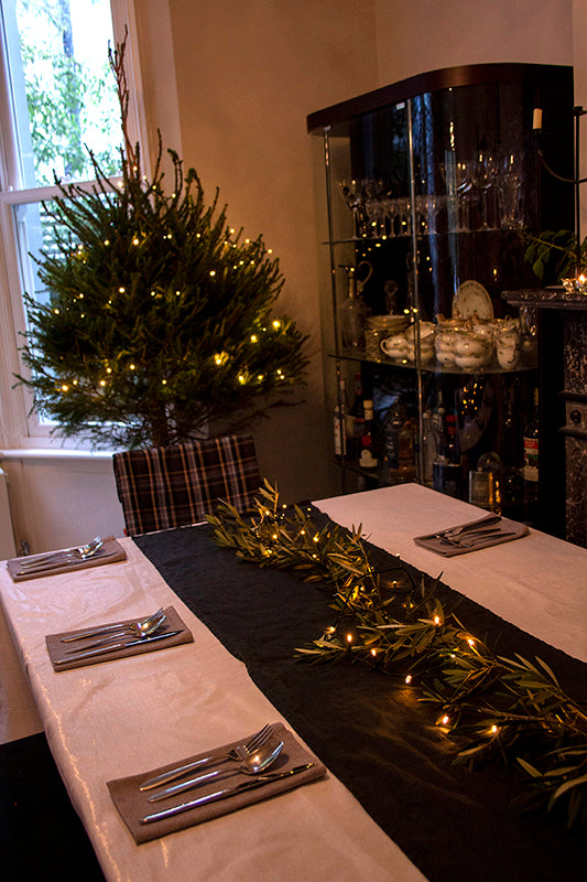 How to lay a festive table setting